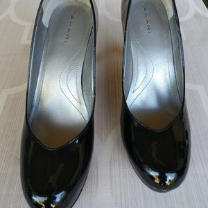 Tahari Lonnie Heels, Black patent leather size 8